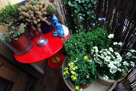 Balcone in fiore oggetti e cose for Cose belle dal mondo